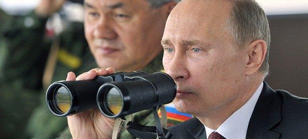 Russian President Vladimir Putin and Defence Minister Sergey Shoygu