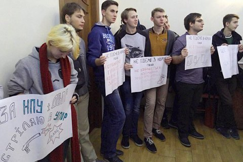 Student activists stop protests
