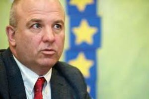 European Commissioner warns Ukraine against Donbas isolation