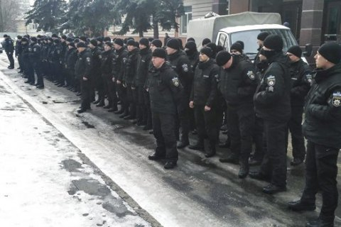 Kyiv police hold silent protest against lenient judge