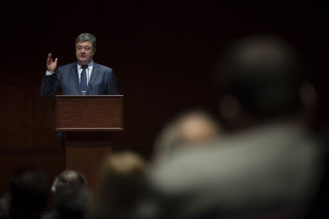 Ukrainian president urges Obama to mark his presidential term with peace in Donbas
