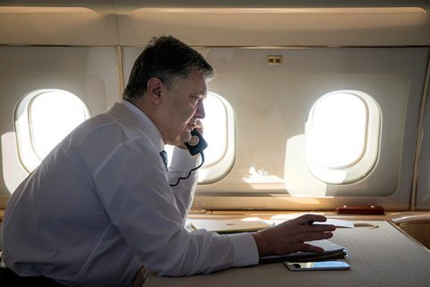 Poroshenko leaves for USA