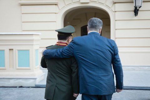 Poroshenko dismisses Poltorak from military service