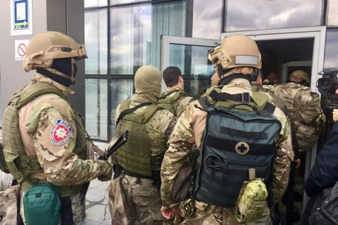 "Ukrainian special police holds airport drill to nab ""Russian mafia"""