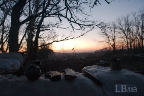 One Ukrainian serviceman killed, four wounded in Donbas