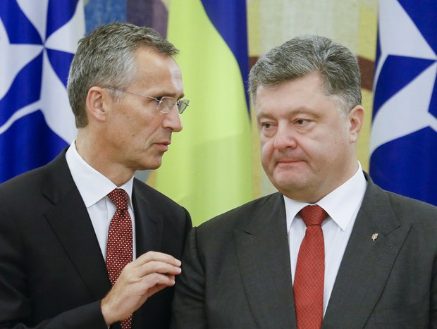 President Petro Poroshenko and NATO Secretary-General Jens Stoltenberg during a meeting in Kyiv, 22 September 2015