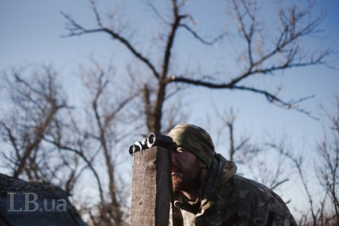One Ukrainian serviceman wounded, one injured in Donbas