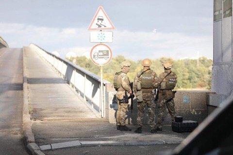 Police disarm man who threatened to blow up Kyiv's Subway Bridge