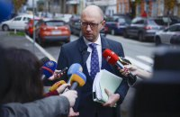 Yatsenyuk offers a new Constitution