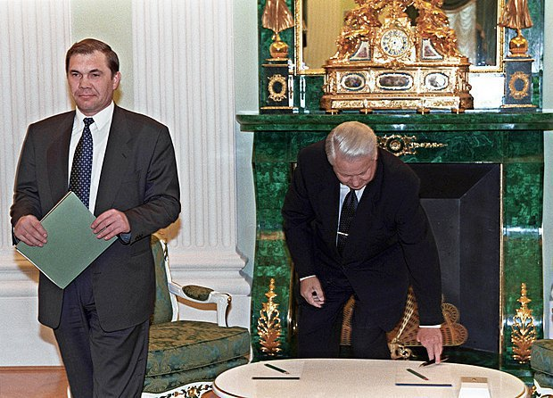 Boris Yeltsin and Aleksandr Lebed after a meeting in the Kremlin, 1996