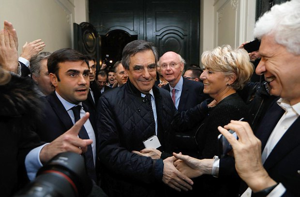 Francois Fillon (centre) at his HQ
