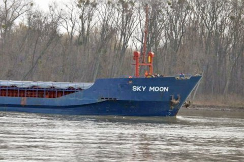 Ukraine detains cargo ship for calling at Crimea