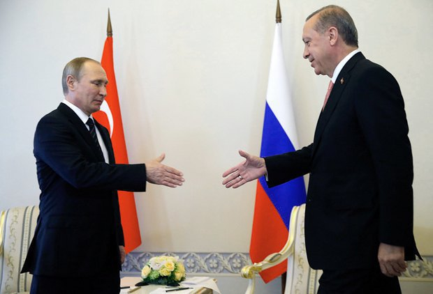 Russian President Vladimir Putin and Turkish President Recep Tayyip Erdogan meet in St Petersburg