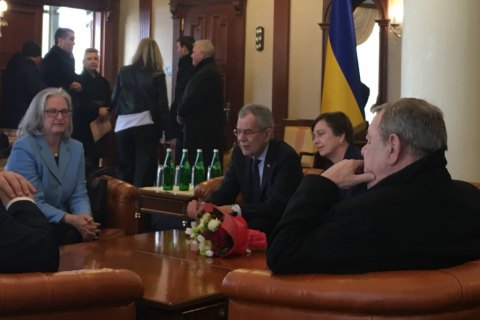 Austrian president arrives in Ukraine on three-day visit