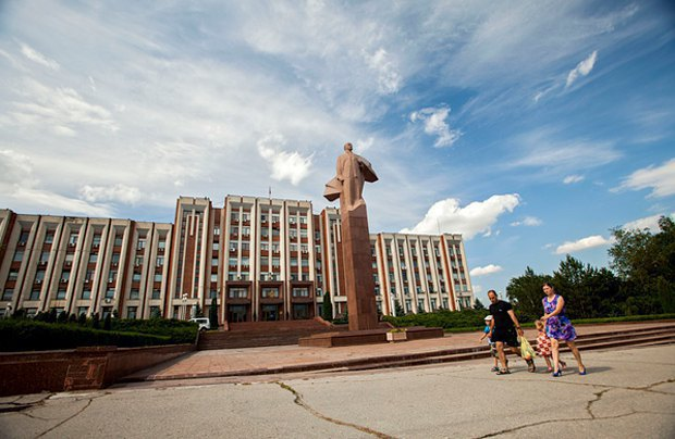 Lenin monument in front of the Dniester parliament in Tiraspol
