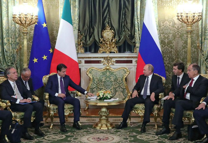 Vladimir Putin (centre right) and Giuseppe Conte (to his left) during a meeting of delegations in the Kremlin, Russia, 24 October 2018