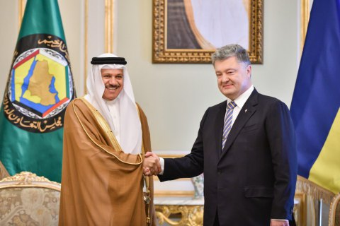 Poroshenko urges Gulf states to step up support of Crimean Tatars