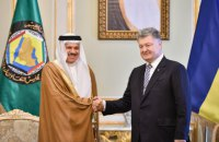 Poroshenko urges Gulf states to step up support of Crimean Tatars