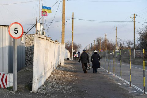 Militants fire with tanks near Hnutove checkpoint