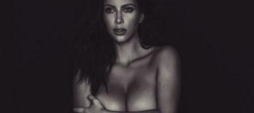 Ким Кардашьян с подругой-моделью сделали голое селфи