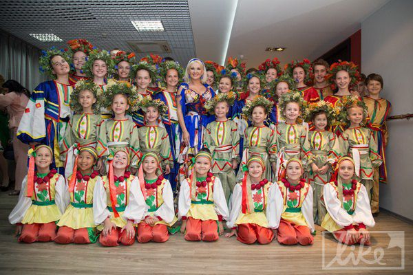 Катя Бужинская с детьми