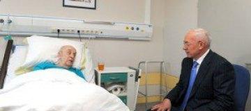 Азаров навестил Броневого в больнице