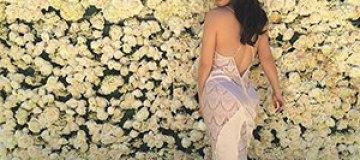 Канье Уэст подарил Ким Кардашьян стену из роз