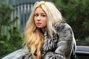 17-летняя дочь Заворотнюк получила паспорт с новой фамилией