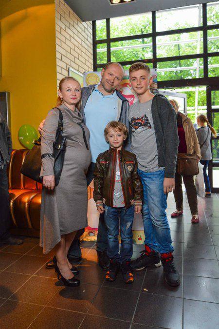 Борислав Береза с женой Натальей и сыновьями