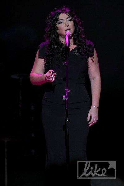 Певица призналась, что бросила, но вновь начала курить после запрета