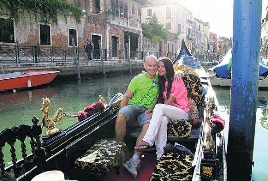 Влад и Лиля остались в восторге от традиционной прогулки на гондоле