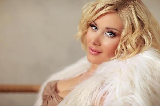 Певица Катя Бужинская