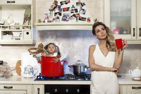 Не каждая мама зажжет плиту под своим ребенком даже в фотошопе...
