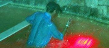 Принц Гарри напился и упал в бассейн в одежде