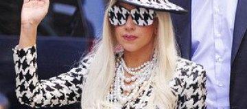 Одетая Леди Гага эпатировала публику