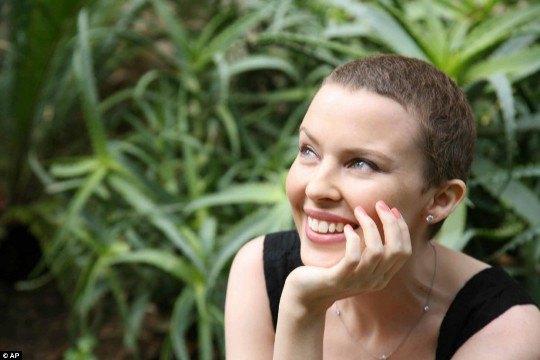 В 2005-м Кайли переборола рак груди