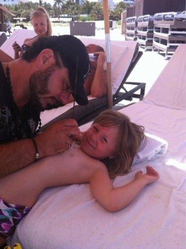 Пятилетней дочке Глюкозы сделали тату