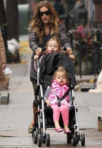 Сара Джессика Паркер на прогулке с близнецами