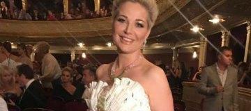 Вдова Вороненкова выступила в киевской филармонии и похвасталась крестинами у Филарета