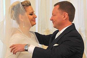 Депутат Максакова пришла в Госдуму в свадебном платье