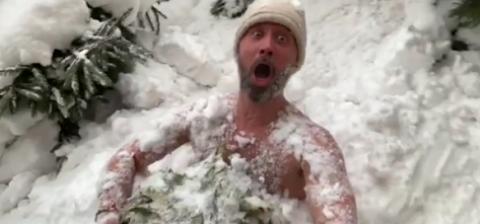 Сергей и Снежана Бабкины сходили в баню и голыми порезвились в снегу