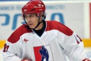 Путин сыграл в хоккей под надзором Берлускони и Шредера