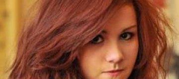В Англии ученицу выгнали из школы за красные волосы