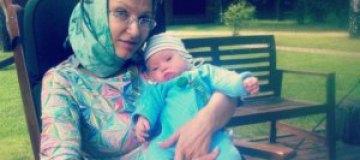 Эвелина Бледанс причастила сына