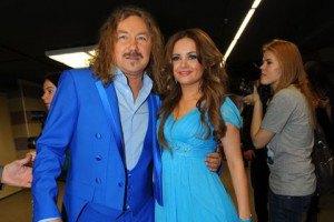 Николаев опроверг слух о разводе с молодой женой