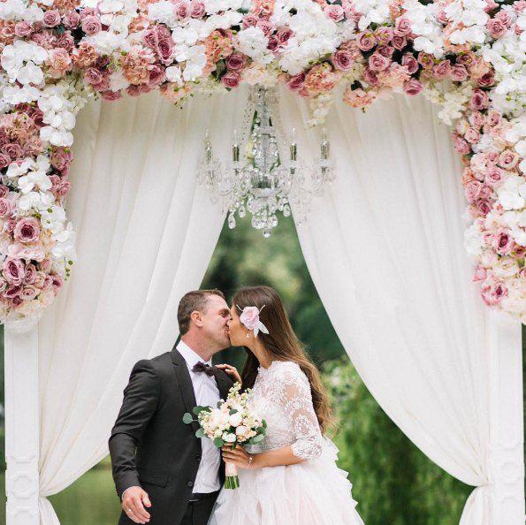 Сергей и Анна Ребровы сыграли свадьбу на природе