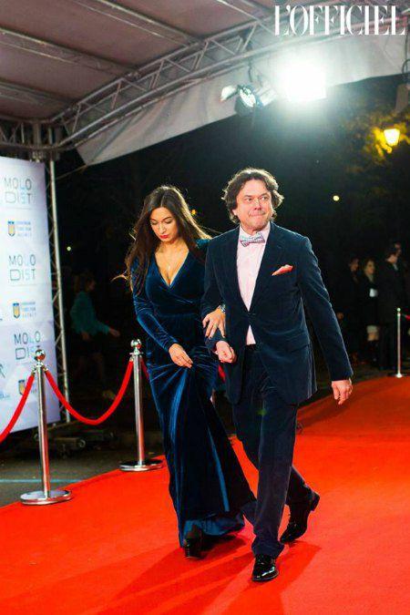 Остап Ступка со своей молодой женой Дашей и ее выдающимся декольте