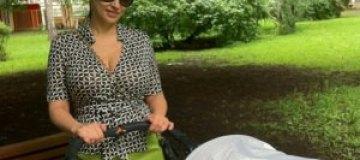 Анфиса Чехова прогулялась с новорожденным сыном