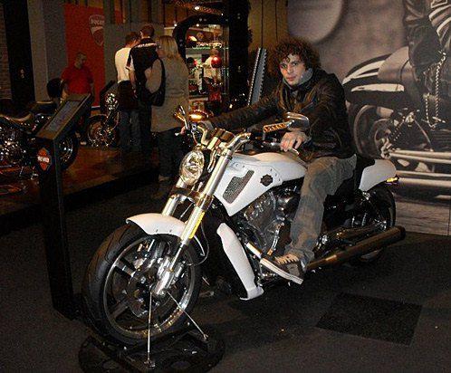 Филипп учился в Англии и мечтал проектировать мотоциклы