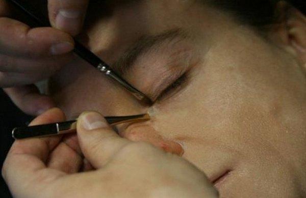 Сергей Безруков продемонстрировал процесс накладывания грима
